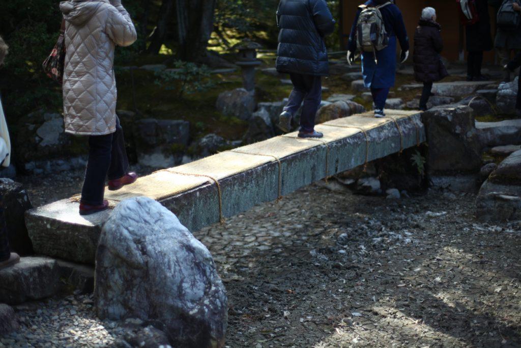 松琴亭の前にかかる石橋