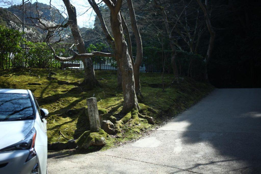 最勝院の右側の通路
